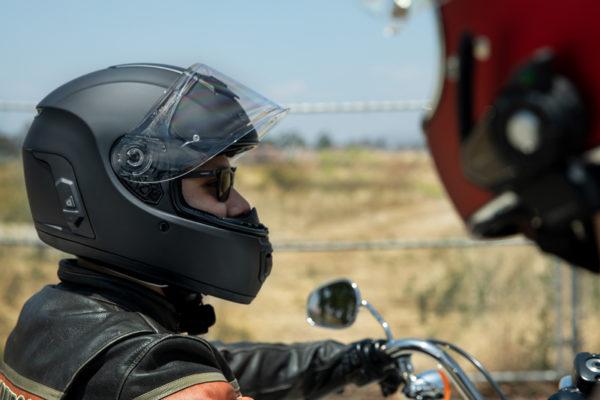 moto-smarthelm-featuredcallout-momentumevo79dbfd9300684b87b368e521d6b50040